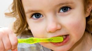 Dentist-Downers-Grove-Girl-Brushing-Her-Teeth